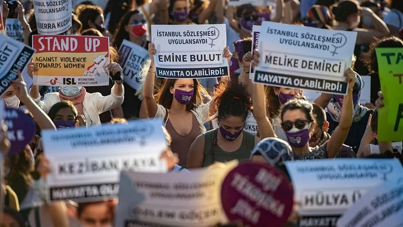 After #blackandwhiteChallenge, women rally against domestic violence in Turkey