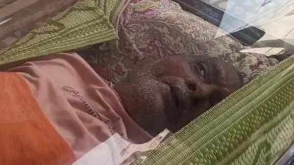How?? 74-yr-old man kept in freezer box for 20 hrs after being assumed dead found alive!
