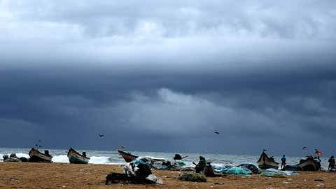 Strong winds lash parts of UAE, sea expected to be rough today