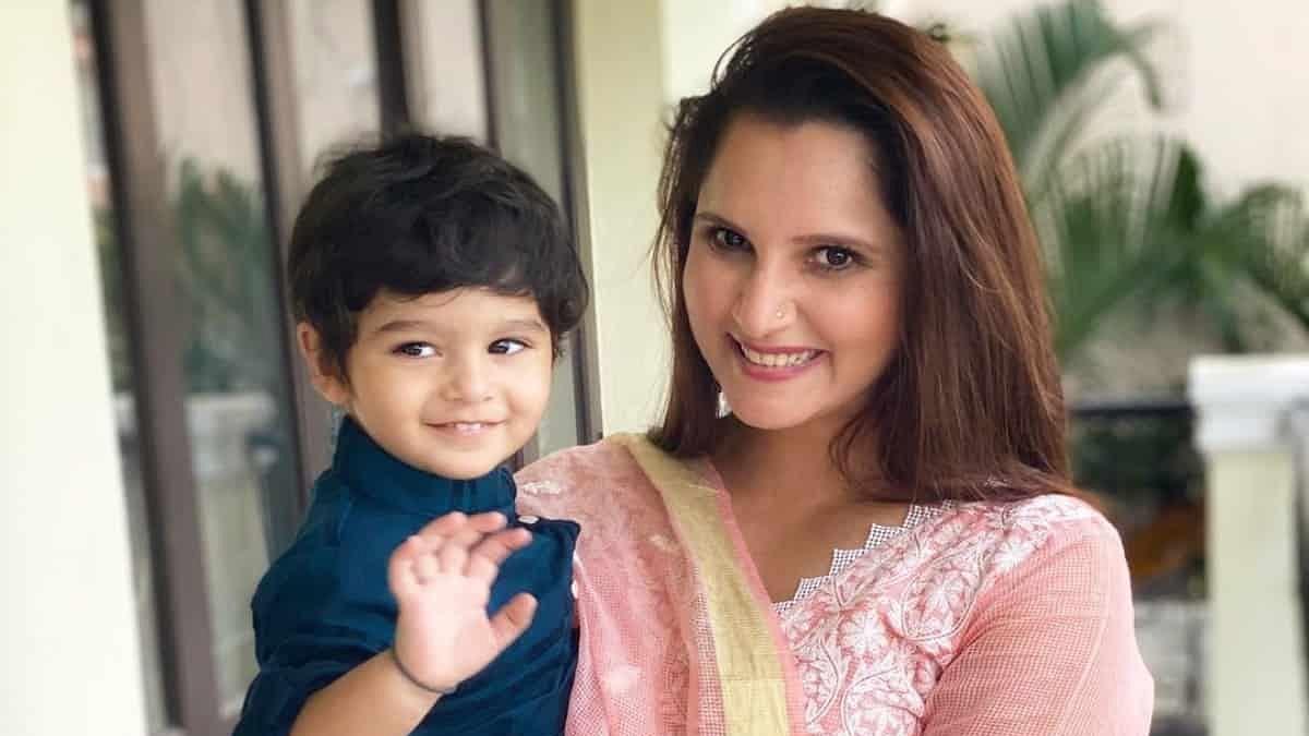 Sania Mirza teaches her little munchkin Izhaan Mirza Malik about traffic lights