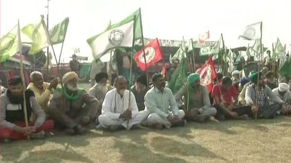 Farmers pay homage to those who lost their lives during ongoing agitation against Centre's new farm laws
