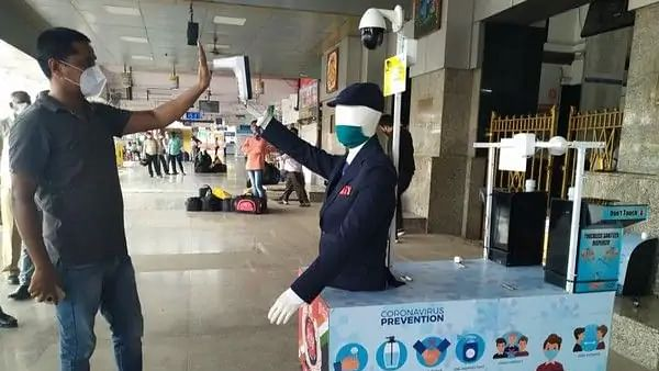 Central Railway installs in-house robots to combat COVID-19 for thermal screening of passengers