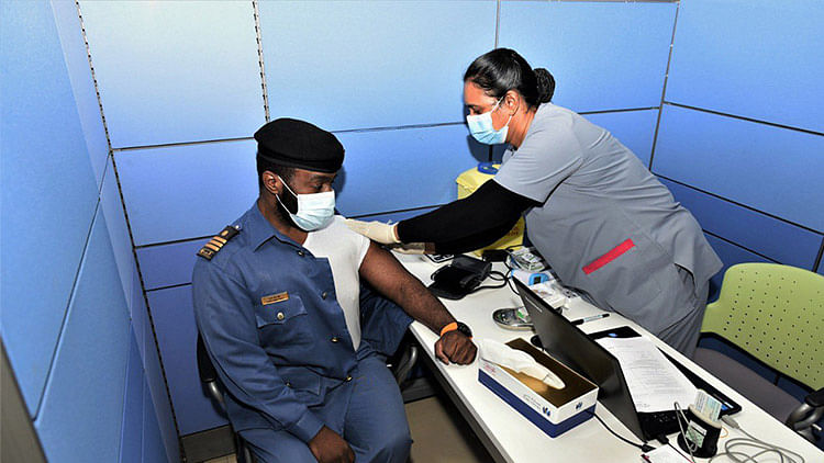 Dubai Customs launches vaccination campaign for its employees