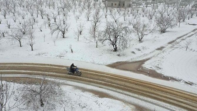 Heavy snowfall, gales as winter storm hits parts of Middle East; virus vaccination campaign postponed
