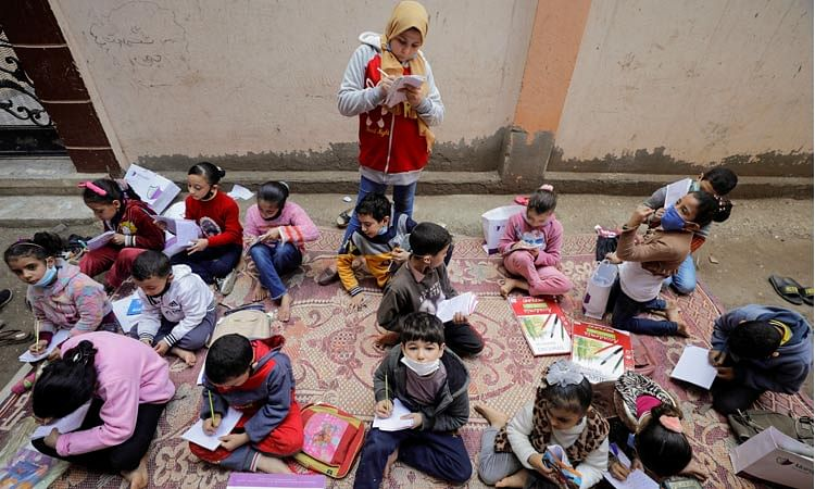 12-year-old teacher helps kids to learn during pandemic in Egypt