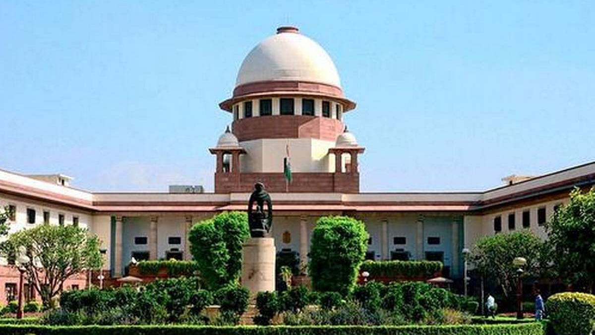 Flirting with a junior official not acceptable for a judge: SC