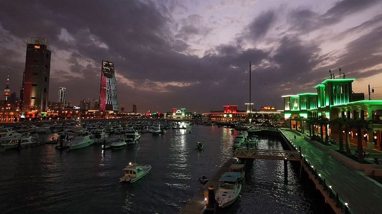 Kuwait allows non-citizens to enter country from Sunday