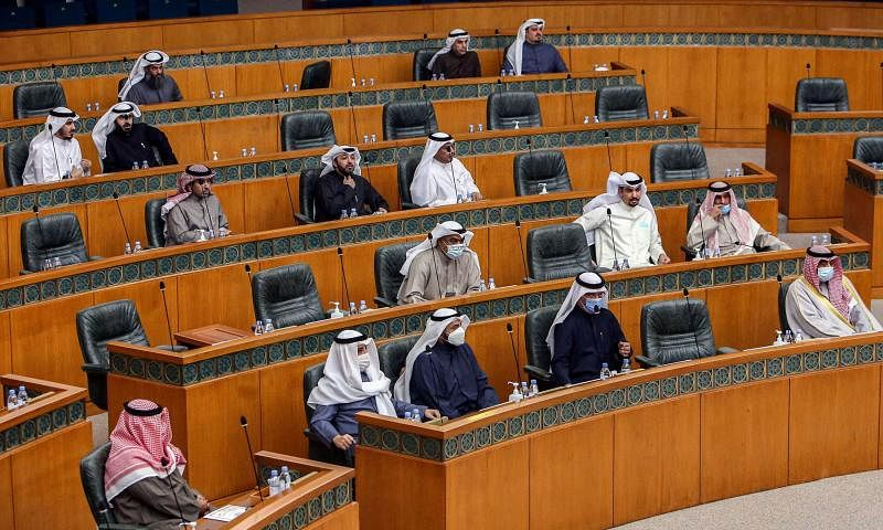 Kuwaiti emir suspends parliament to ease political tensions