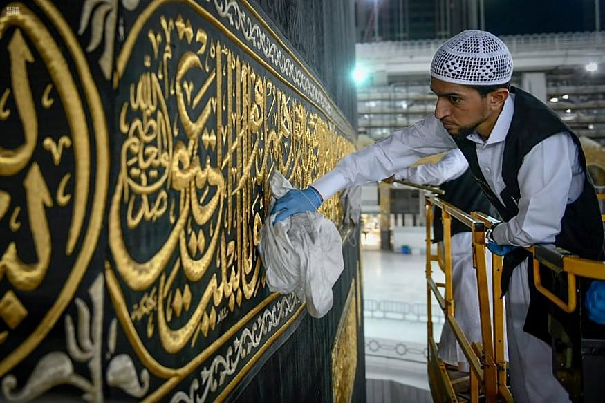 Saudi closes eight more mosques over Covid-19 fears