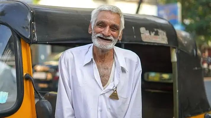 Elderly auto driver sells house to fulfill his granddaughter's dream, now sleeps in his auto