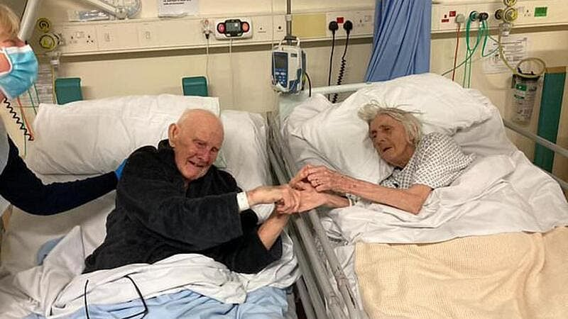 Heartbreaking Photo: Couple hold hands just as they die from COVID