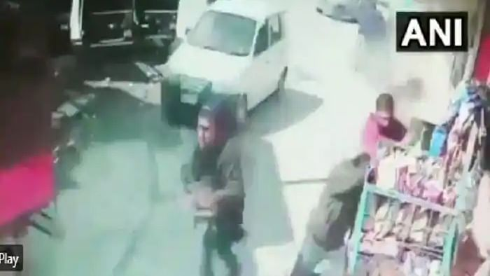 2 policemen martyred after terrorists open fire at security forces in Srinagar's Barzulla; attack caught on camera