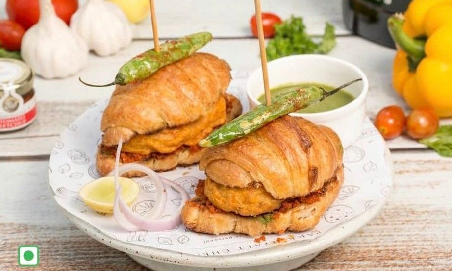 'Cancel culture should be allowed': 'Croissant Vada Pav' gives classic dish a French twist, netizens divided