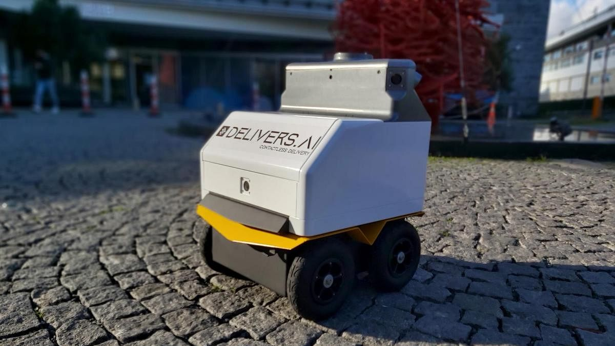 Did you know food delivery robots are set to launch in Dubai this year!