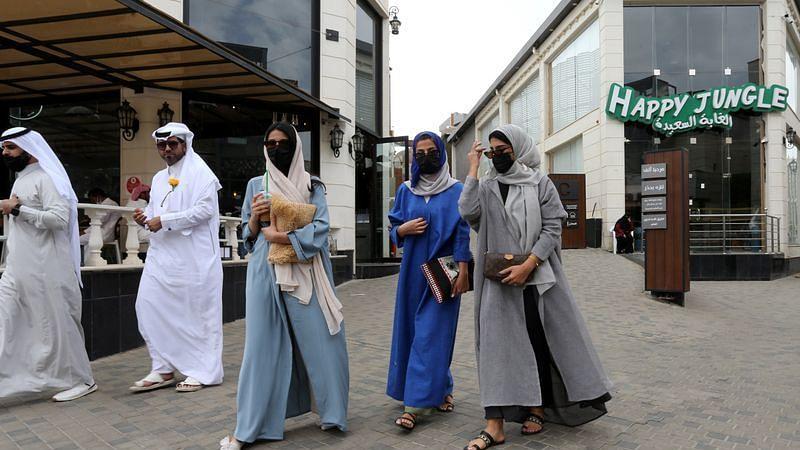 Saudi Arabia extends entertainment, dine-in coronavirus restrictions