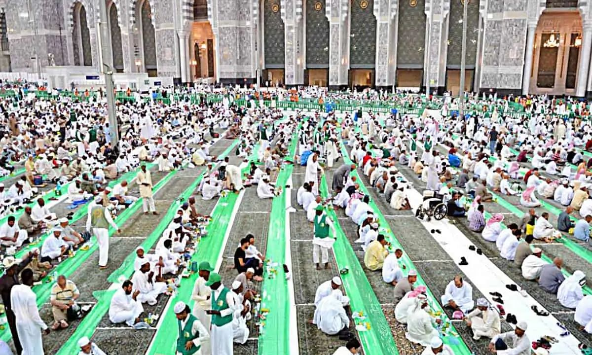 Saudi Arabia to issue permits for iftar meal distribution in Makkah