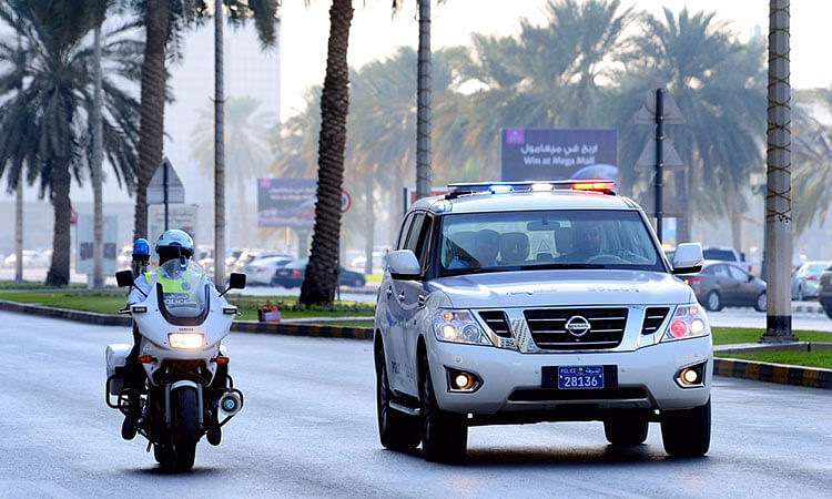 Sharjah Police gift flowers, juice to expat instead of Dhs1,000 fine