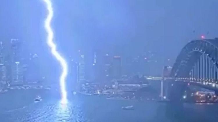 Netizens astonished, terrified as lightning hits Sydney Harbour