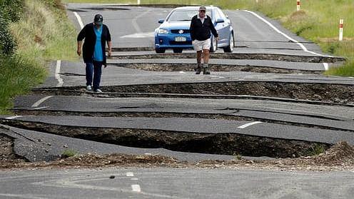 Huge quakes hit near New Zealand, tsunami threat passes