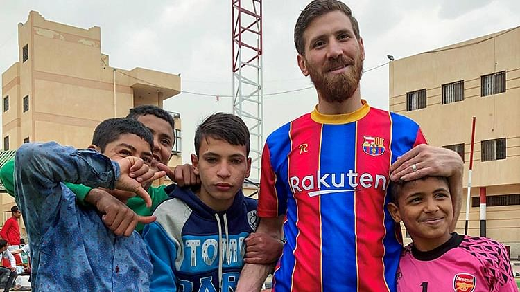 Messi lookalike thrills soccer-loving orphans in Egypt