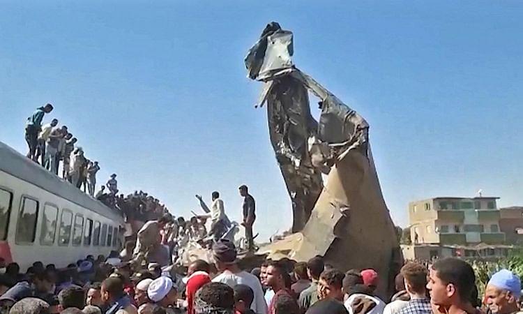11 dead, 98 injured after train derails in Egypt