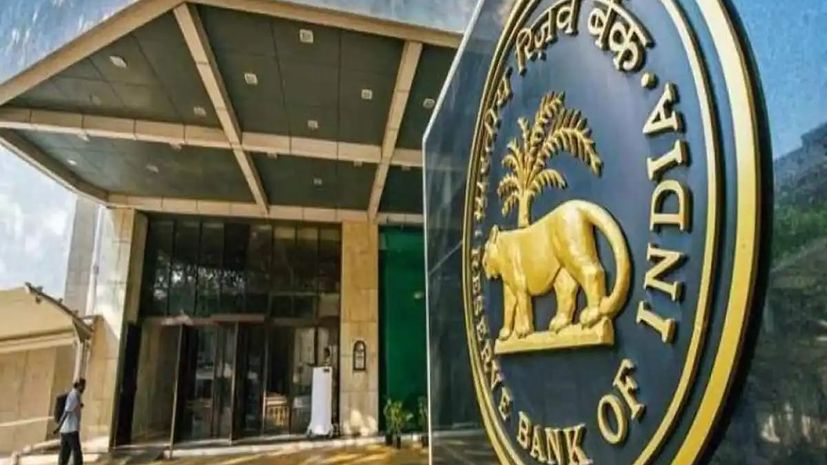 RBI imposes restrictions on American Express, Diners Club International