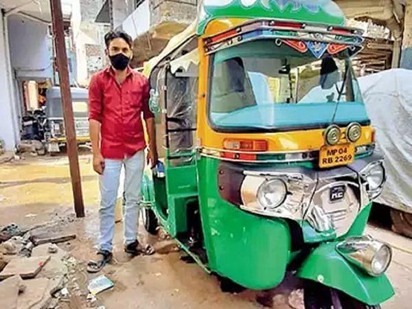 New Delhi's popular rickshaws become COVID-19 ambulances