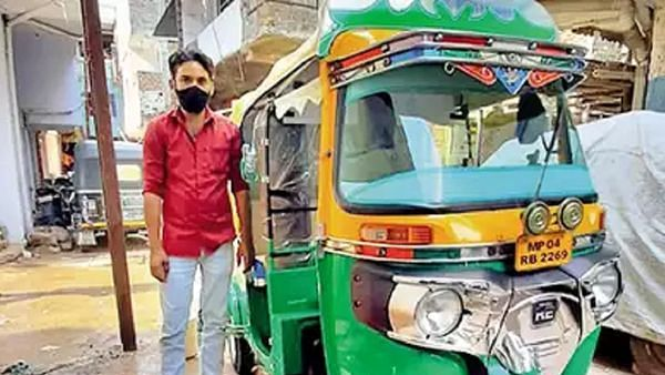 Man converts auto-rickshaw into free ambulance, installs oxygen cylinder for serious patients