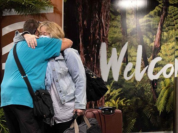 Families reunite as Australia-New Zealand 'travel bubble' opens