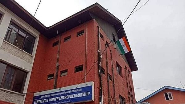 Tricolour hoisted over Press Enclave at Lal Chowk in Srinagar for the first time since independence