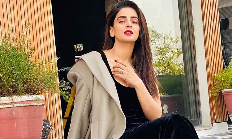 Celebrities support Saba Qamar's decision to call off her engagement