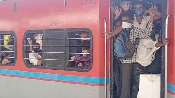 Migrant labourers leave Mumbai for their hometowns amid Covid-19 surge, lockdown fears