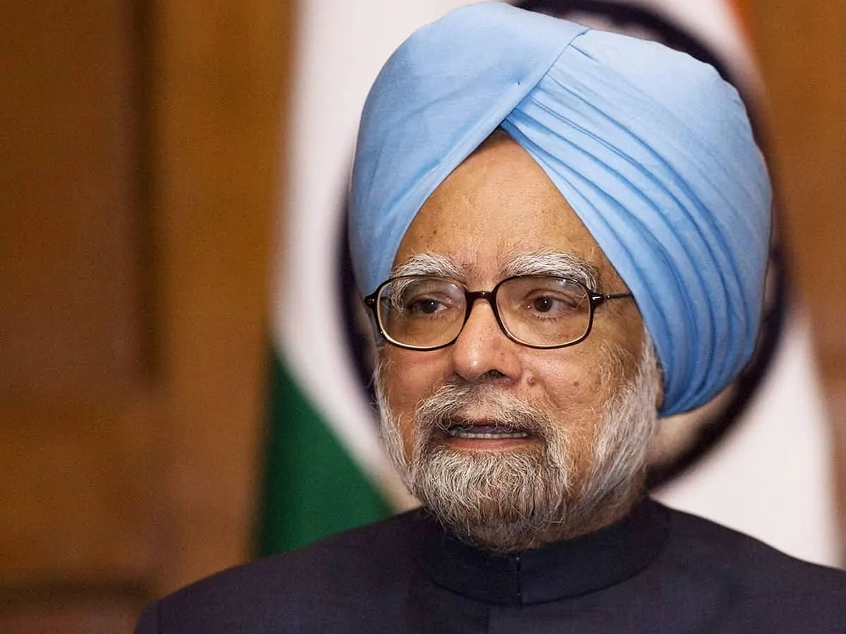 Manmohan Singh writes to PM on COVID crisis; stresses vaccination key to battling pandemic