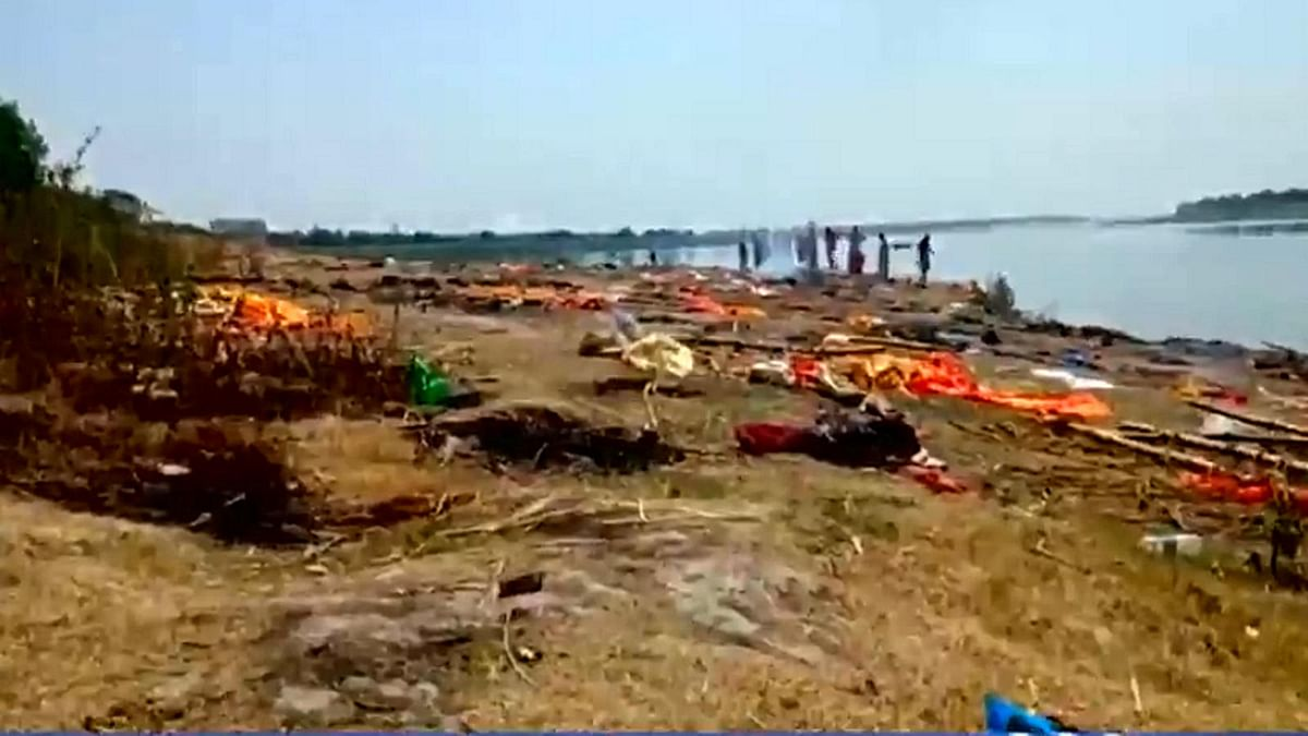 Covid fear in Bihar as over 40 bodies Wash the banks of Ganga