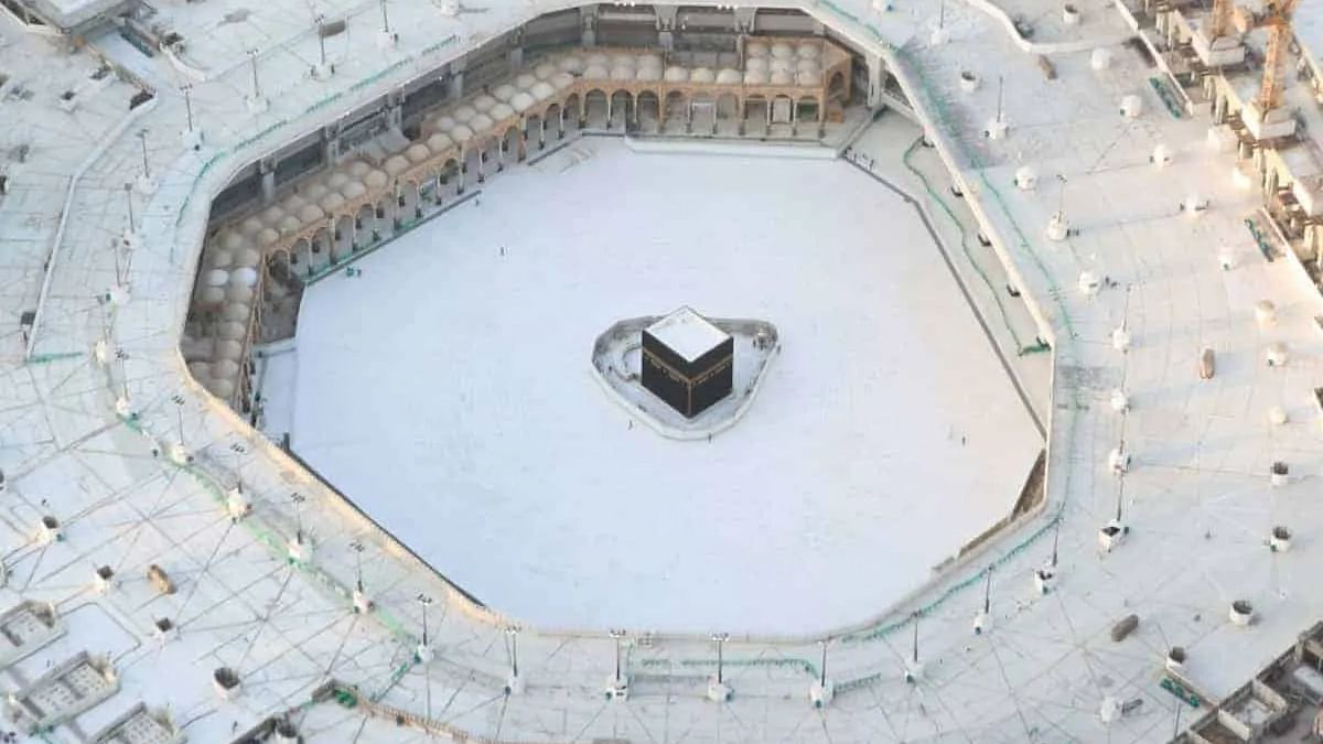 About 4,000 hygiene workers clean Grand Mosque in Makkah round the clock
