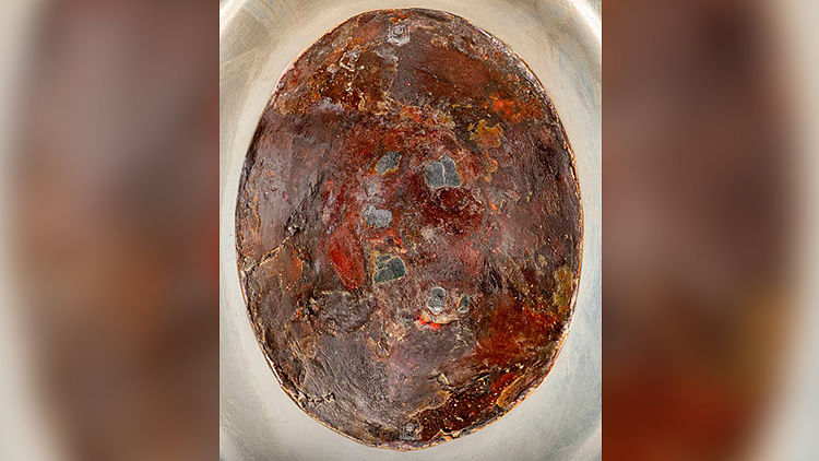 Saudi authorities release never seen before images of the Black Stone at Kaaba