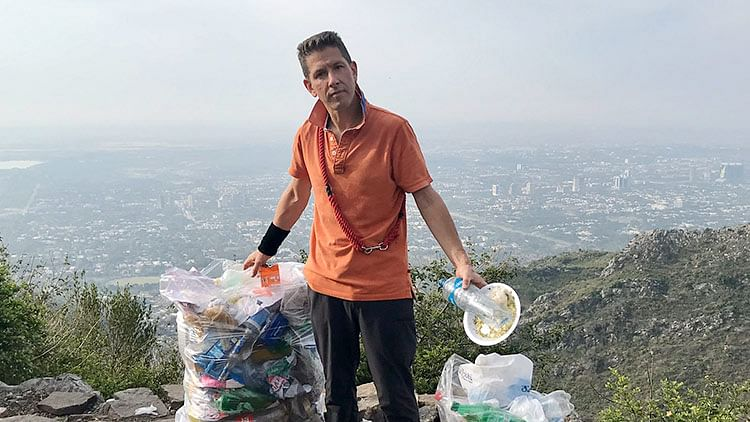 British envoy in Pakistan collects trash, reminds people of cleanliness