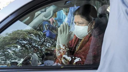 Jayalalithaa's absence, Sasikala's exit: Factors haunting AIADMK in Tamil Nadu