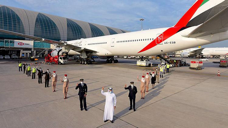 Sheikh Mohammed praises Emirates Airlines' contribution to Dubai economic success