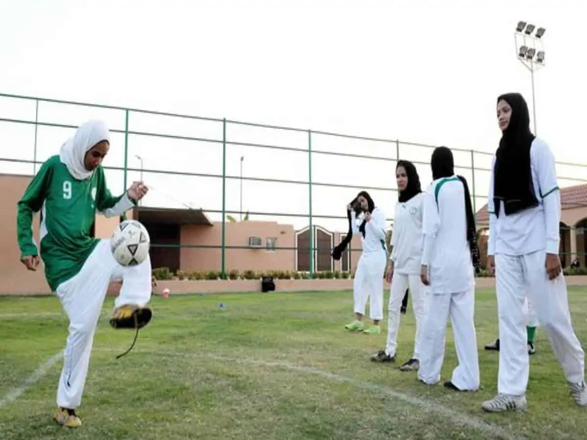 Saudi allows women to live alone without male guardian's consent