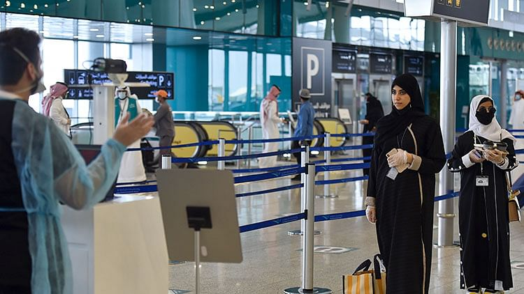 Saudi citizens must be fully vaccinated to travel abroad