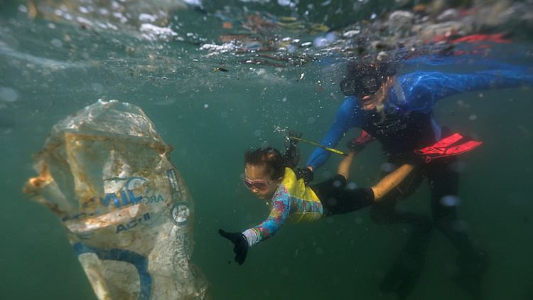 4-year-old eco warrior in Brazil cleans up beaches with zest