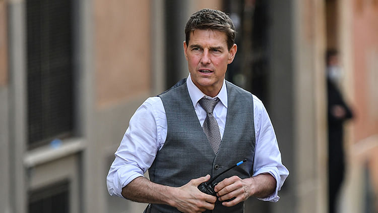 Hollywood's golden heartthrob Tom Cruise turns 59 years and fans are still going gaga