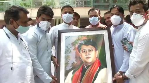 Like father, like son: Jyotiraditya Scindia follows Madhavrao's footsteps with new role, 30 yrs apart