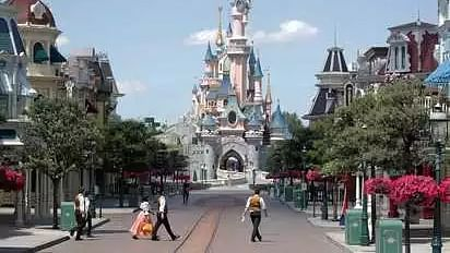Woman stopped from breastfeeding at Disneyland Paris; park apologises
