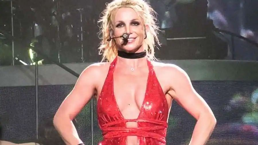 Britney Spears says won't perform while her father controls career