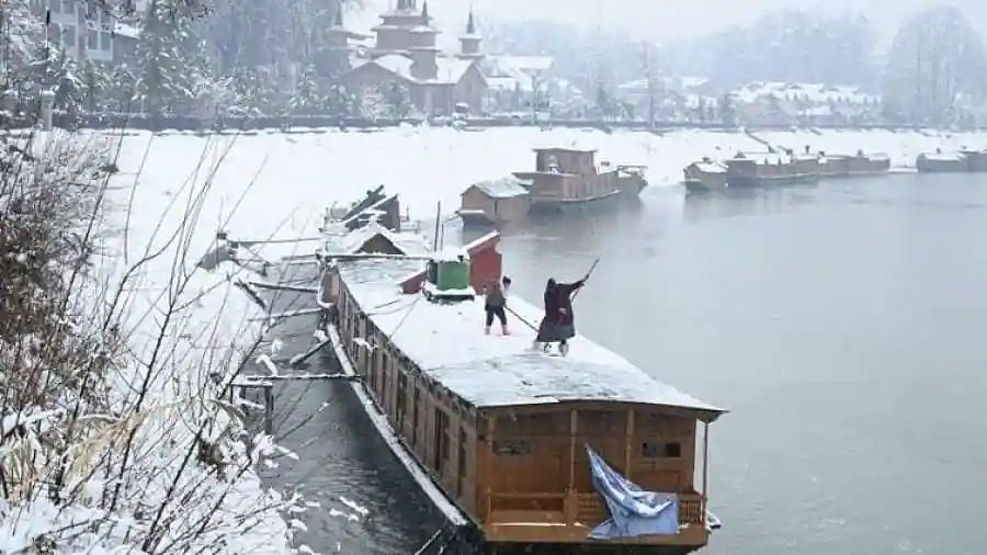How Kashmir is losing its houseboat heritage