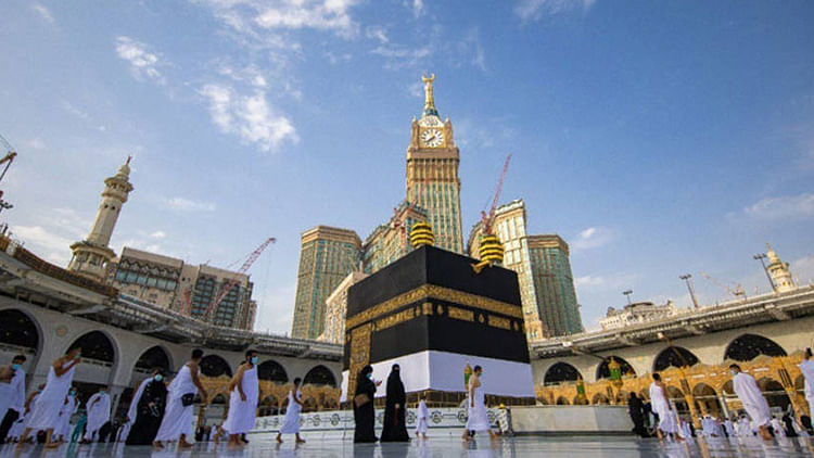 Saudi Arabia bans entry to holy sites without Hajj permit