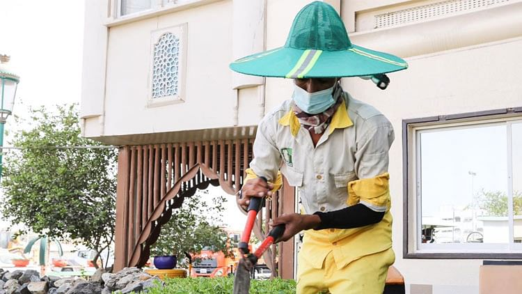 To beat the heat, Sharjah Municipality provides hat with fans to its outdoor employees