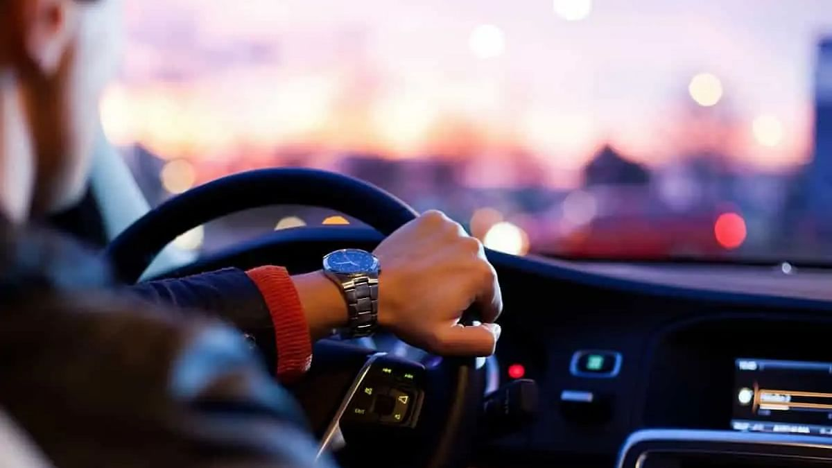 Kuwait to deport two expats for driving without licences